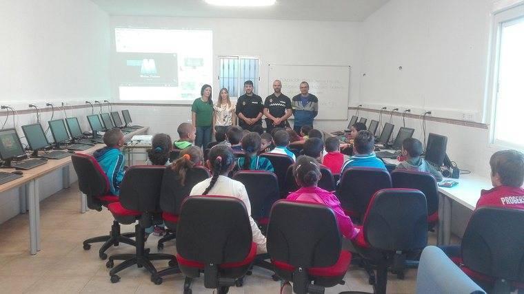 """Alumnos del colegio de Barranquete participan en la actividad """"Las Tics con el tráfico"""""""