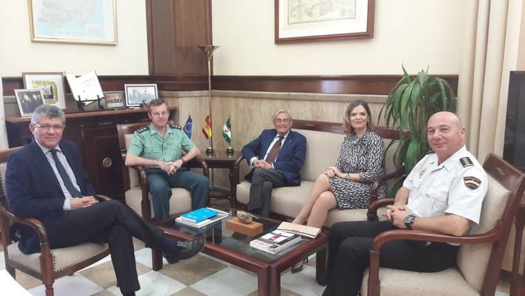 El subdelegado del Gobierno se despide de la Vicecónsul de Rumanía en Almería