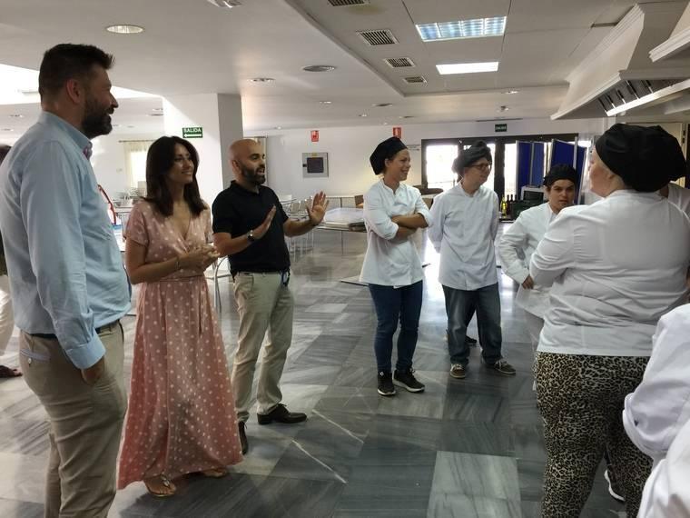 Comienzan las prácticas del curso de auxiliar de comida en línea fría promovido por Diputación