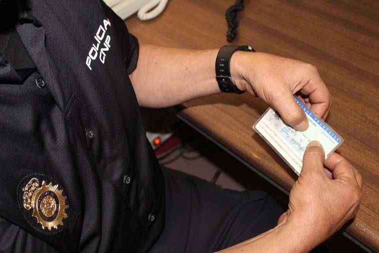 Detenido con un documento de identidad francés falso