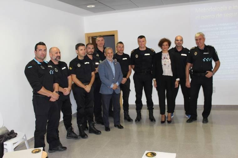 Uno de los mejores adiestradores de España forma a la Unidad Canina de la Policía Local de Vera