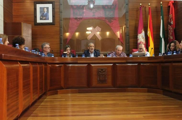 El Consistorio de Vera aprueba en Pleno sancionar a la empresa Urbaser al constatar incumplimiento de contrato
