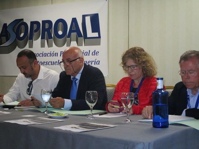 Autoescuelas de Almería pierden un millón de euros por la huelga de examinadores