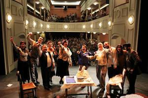 Sainetes de los hermanos Álvarez Quintero y guitarra flamenca en el Teatro Aficionado