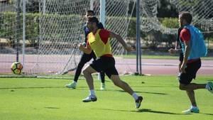 El centrocampista Tino Costa y el central Jorge Morcillo trabajan con el grupo
