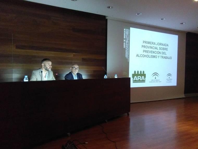 Junta y Alcohólicos Rehabilitados de Almería analizan las consecuencias del alcoholismo en el trabajo