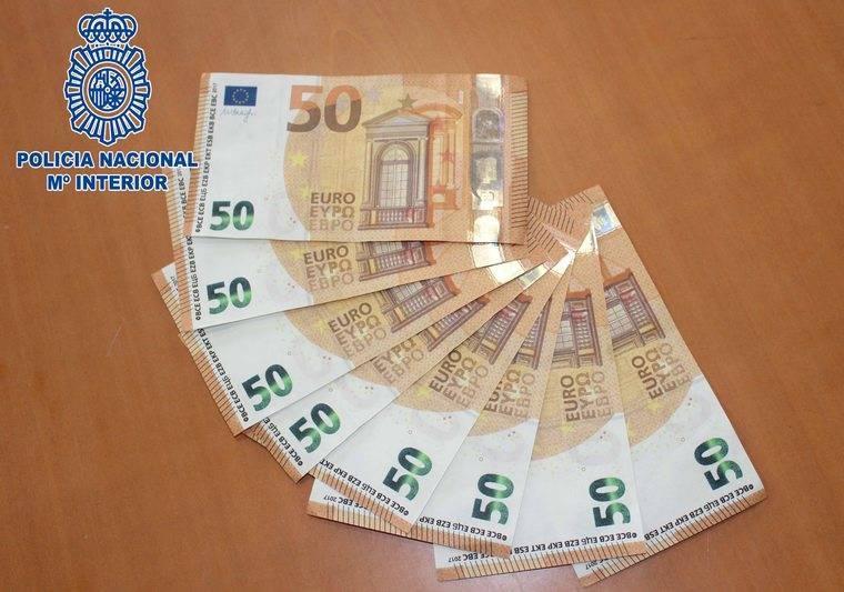 Detenido al intentar pagar con billetes falsos de 50 euros