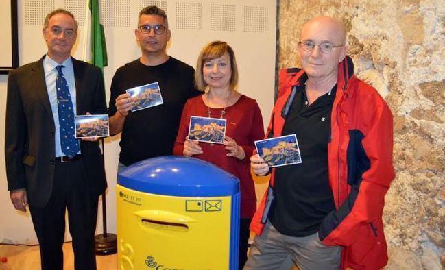Almería incrementa su patrimonio filatélico y cultural con la Tarjeta Postal de Amigos de la Alcazaba y Correos