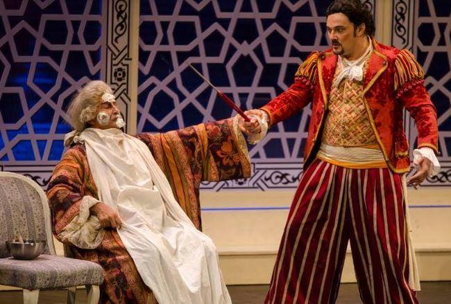 Los almerienses viven una elegante noche en la ópera con 'El Barbero de Sevilla'