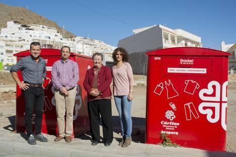 Cáritas instala contenedores de ropa en Carboneras