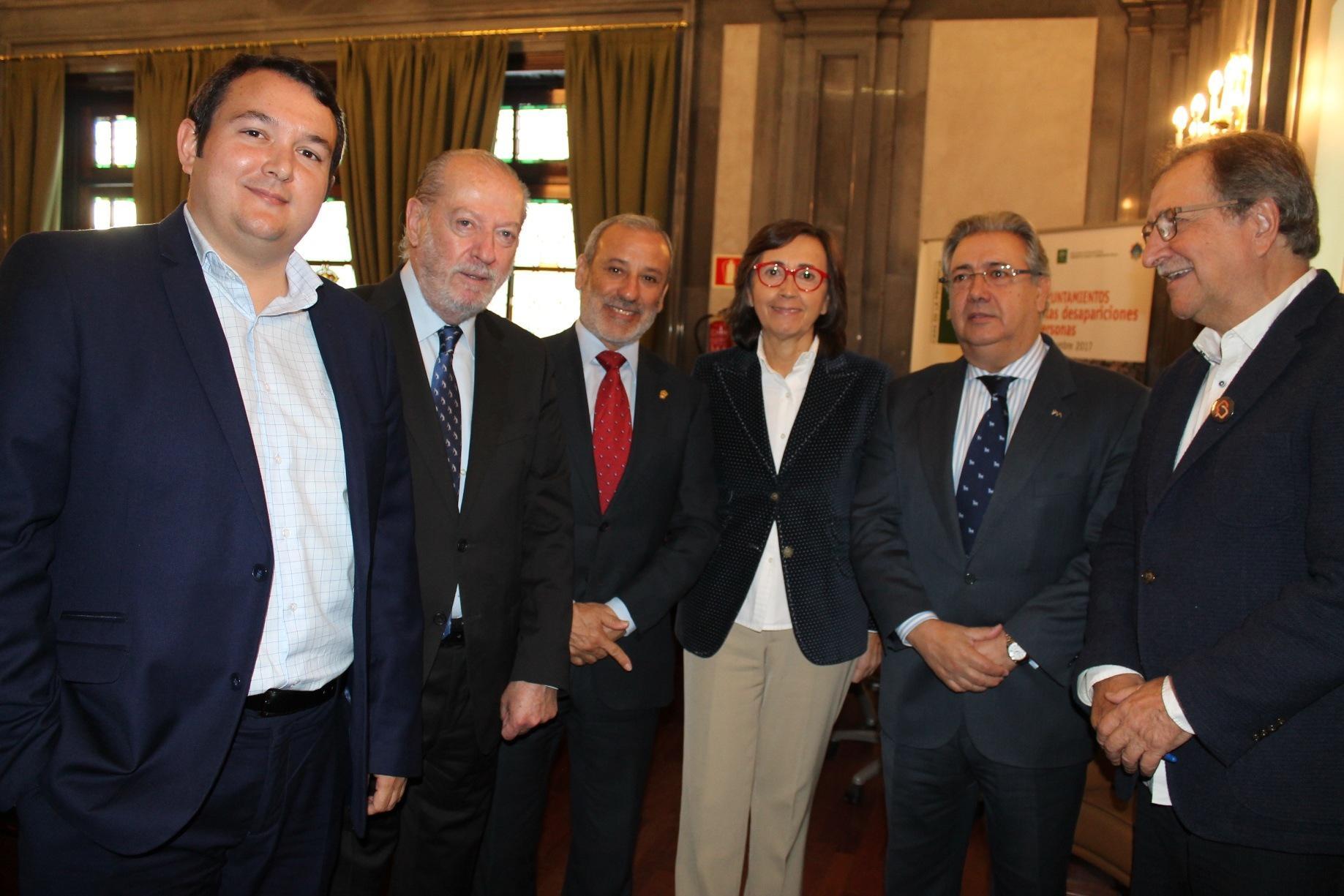 El alcalde de vera se implica en la red de municipios for Agenda ministro del interior