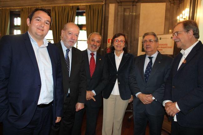 El alcalde de vera se implica en la red de municipios for Agenda ministro interior