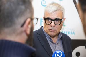 Carles Prats revive el cine de los años 60 y 70 en Almería a través de la memoria emocional de los figurantes