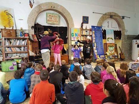 Alumnos del CEIP Profesor Tierno Galván visitan la Biblioteca de Barrio Archilla-Cañada Sebastiana
