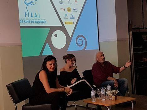 Montxo Armendáriz comparte con los alumnos de producción del IES Albaida su visión del cine