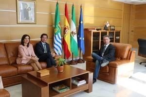 Alcalde de El Ejido se reúne con el nuevo presidente del Colegio de Fisioterapeutas de Andalucía