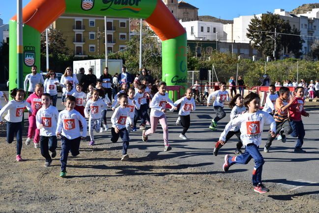 Cerca de 300 escolares de Gádor participan en la carrera solidaria a favor de los niños de Sudán