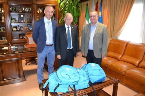 'la Caixa' distribuye por quinto año material escolar entre 120 escolares roqueteros