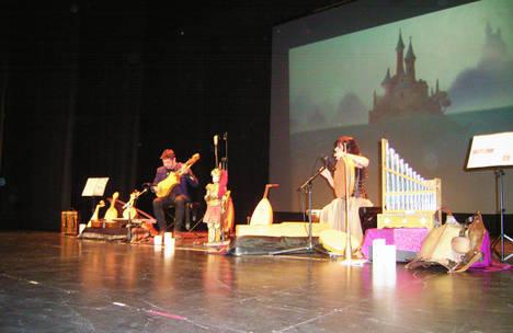 Emilio Villalba y Sara Marina ofrecieron su espectáculo en Roquetas