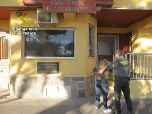 Detenido por robar a un menor en un portal de Adra
