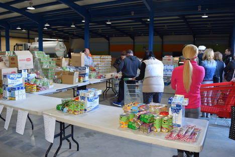 Nuevo reparto de 15.500 kilos de alimentos de primera necesidad a familias de Gádor