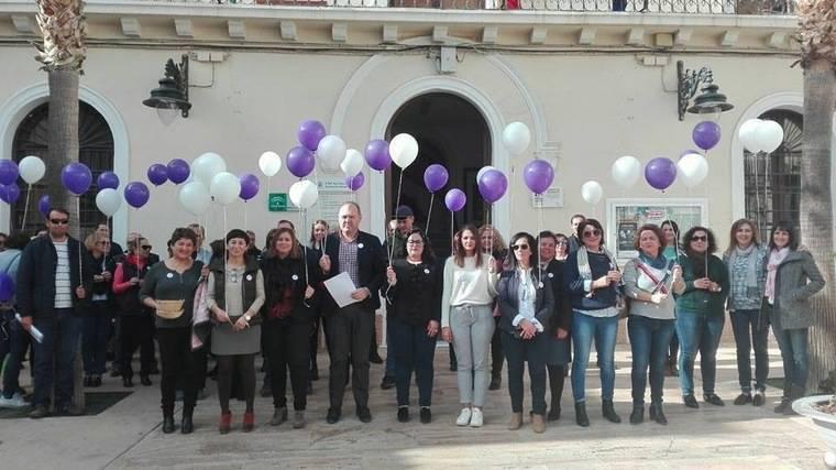 Cuevas conmemora el Día Internacional contra la Violencia de Género