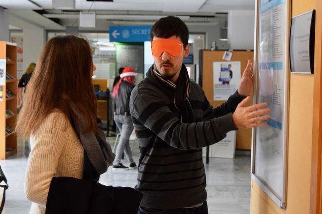 Taller de ceguera abre la Semana de la Discapacidad de la Universidad de Almería