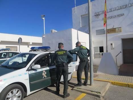 Atacan con una navaja a una persona en Campohermoso para robarle el móvil