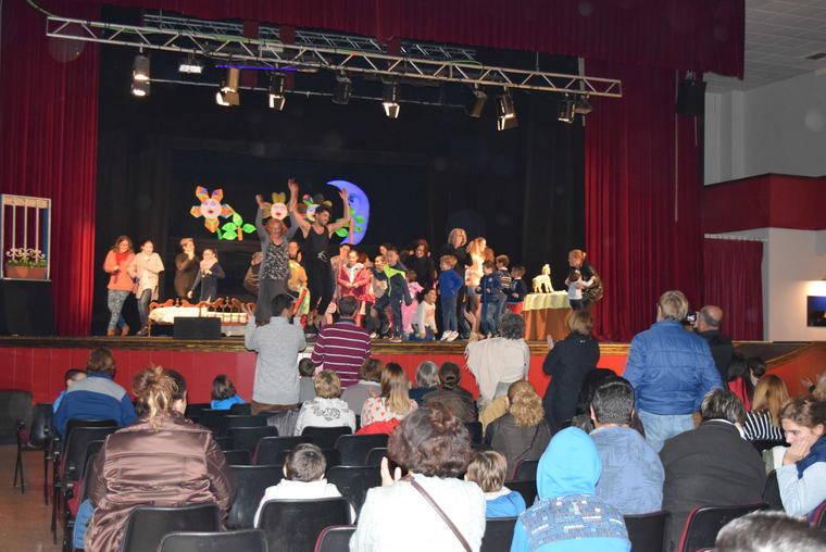"""""""Una noche en los sueños de Andina"""" lleva la magia del teatro de títeres al público de Gádor"""
