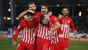 2-1: El Almería sale del descenso ante el Tenerife