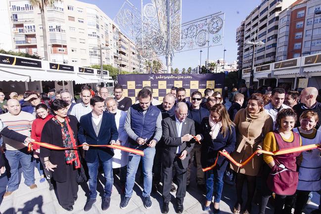 Miles de almerienses se vuelcan con la Feria 'Sabores Almería' en su jornada inaugural
