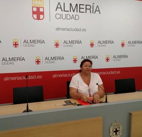 Román dice que el PP no incluye cláusulas sociales en la concesión administrativa de las actividades en los Centros de la Mujer