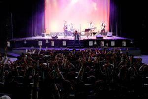 Más de 500 escolares abderitanos disfrutan de un concierto didáctico de Los Vinilos