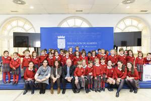 Cerca de medio centenar de alumnos del Colegio Altaduna visitan la Diputación