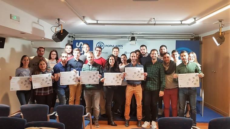 NNGG de Almería inicia una campaña de recogida de ropa y juguetes para Cáritas
