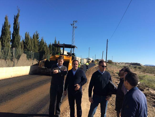 Mejorar el firme del Camino Sierra, al norte de La Cañada