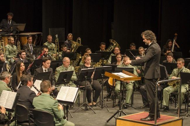Banda Municipal de Música y la Unidad de Música de la Legión suenan a Navidad