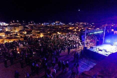 La Noche de las Candelas bate récords en su traslado a la explanada del Mesón Gitano