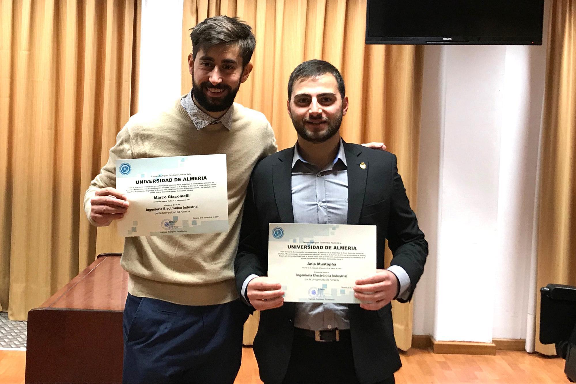Nuevos egresados italianos del doble título entre la Universidad de ...