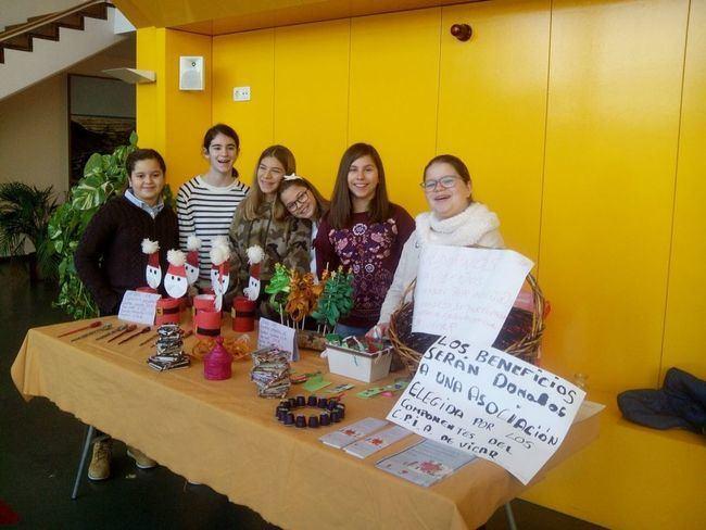 Consejo de la Infancia y la Adolescencia de Vícar participan en el mercado navideño de Puebla de Vícar