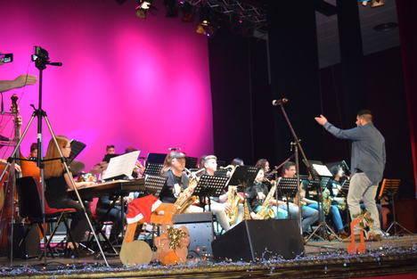 Rondalla Municipal y la Big-BanDarax inundan con su música la Navidad de Gádor