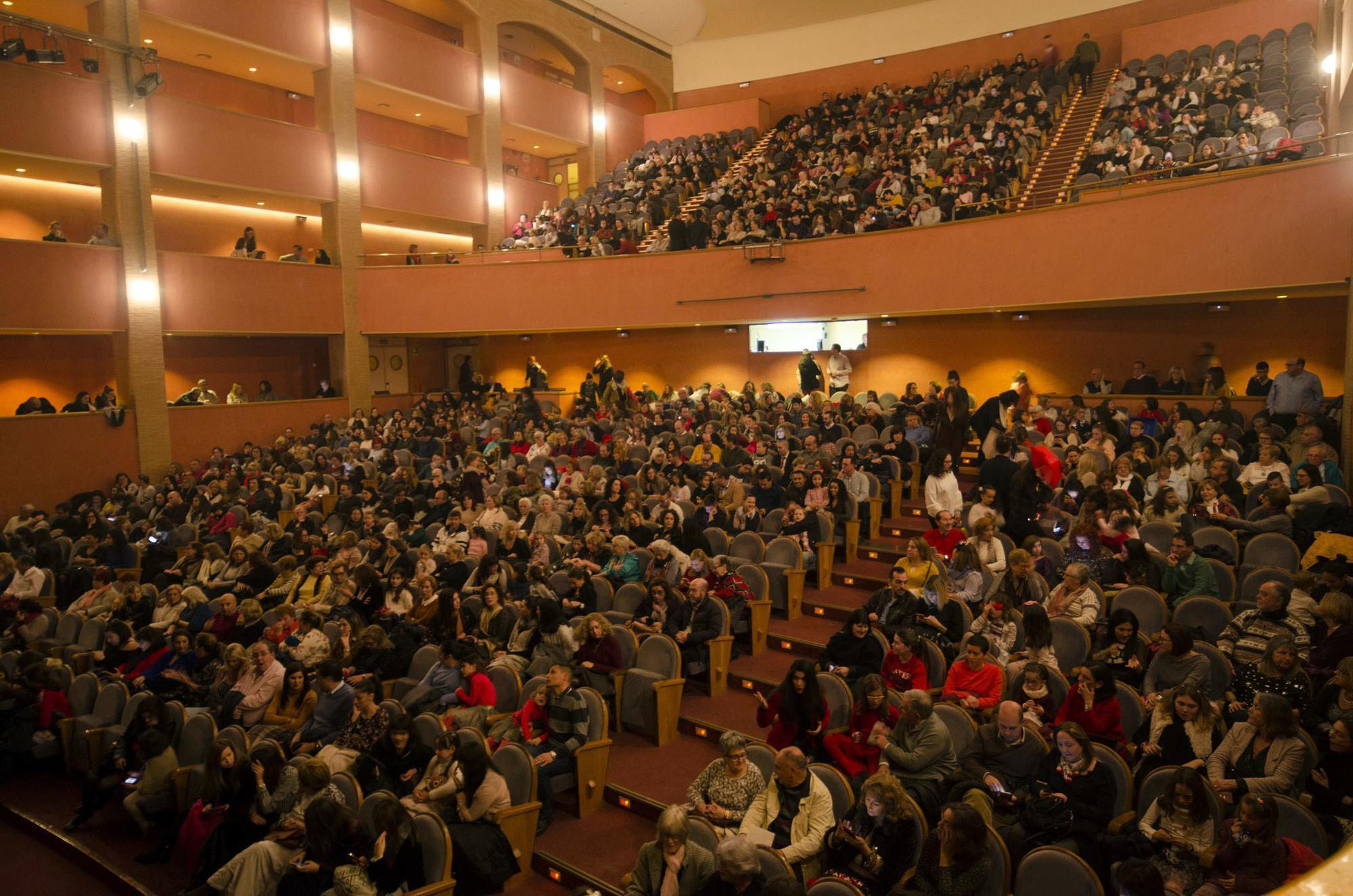 Las familias llenan el auditorio para disfrutar del ballet for Lo ultimo en noticias del espectaculo