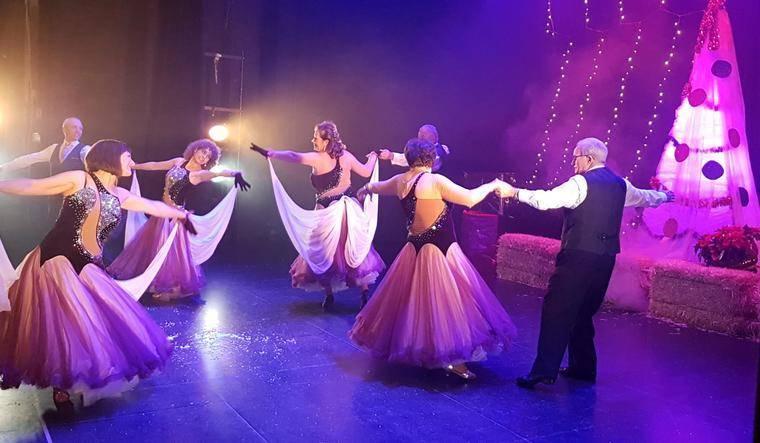 Éxito de Adra Baila con su gala de Navidad en el Centro Cultural
