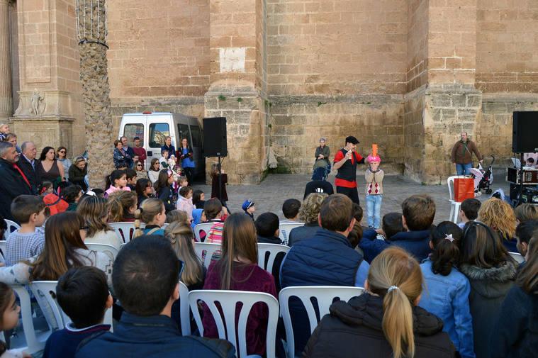 El 36º Festival de Teatro Infantil llena la ciudad de títeres, magia y la ilusión de los niños