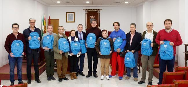 """Obra Social """"la Caixa"""" distribuye kits de material escolar en Adra"""