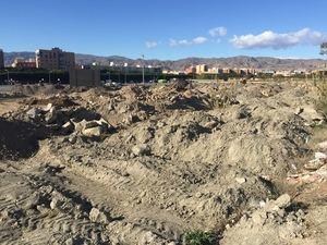 """El PSOE exige al PP """"que acabe con la escombrera junto al Parque de las Familias"""""""