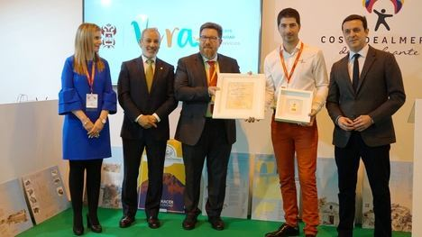 La empresa de turismo accesible Natural Kayak recibe el 'Sol de Oro' de Vera
