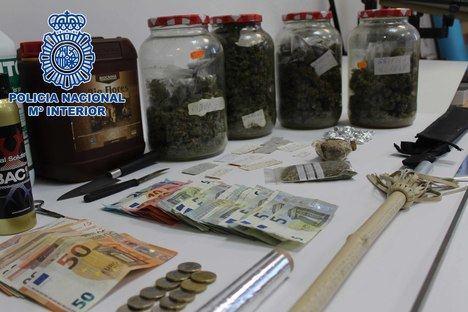 Intervenidos 72 kilos de marihuana a unos traficantes que operaban en los alrededores de colegios de Almería