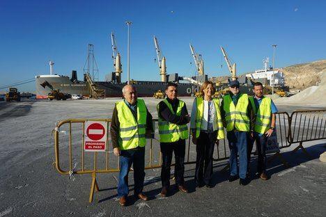 Autoridad Portuaria se propone reducir los ruidos de los buques y la emisión de polvo en la carga de graneles