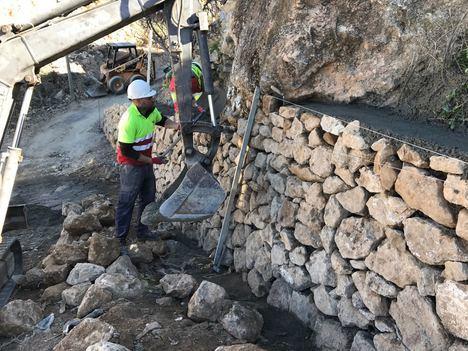 Diputación dota a Alcolea de una nueva calle y garantiza su estabilidad con una escollera
